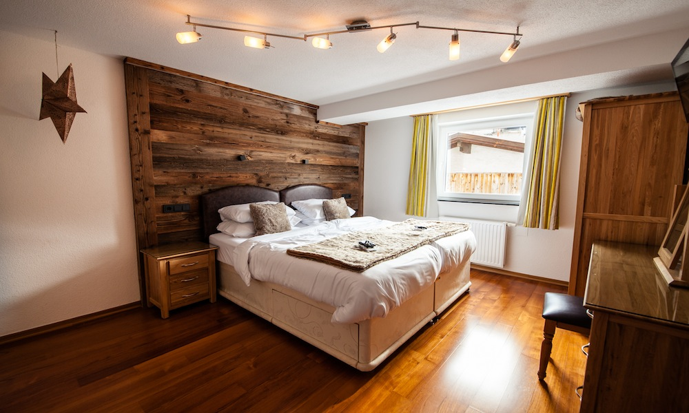 chalet narnia luxury ski chalet in st anton sleeps 12. Black Bedroom Furniture Sets. Home Design Ideas