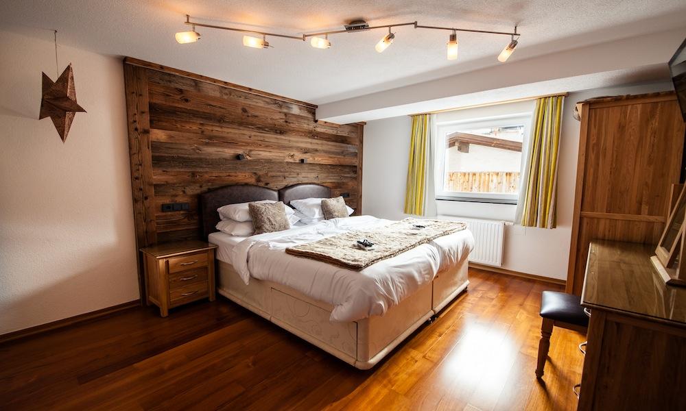 chalet narnia luxury ski chalet in st anton sleeps 12. Black Bedroom Furniture Sets. Home Design Ideas