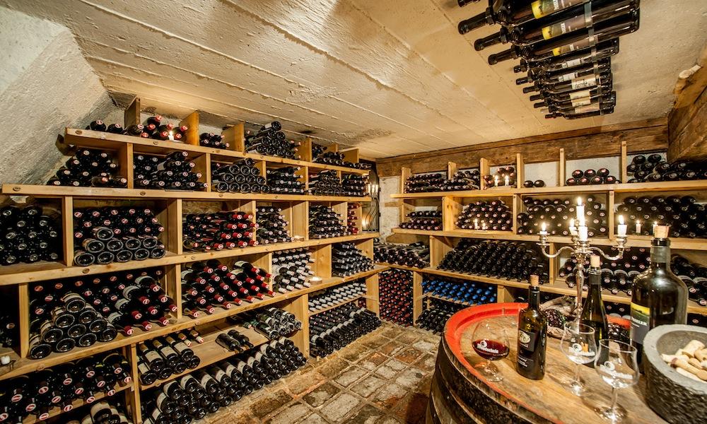 Hotel Mondschein Wine Cella